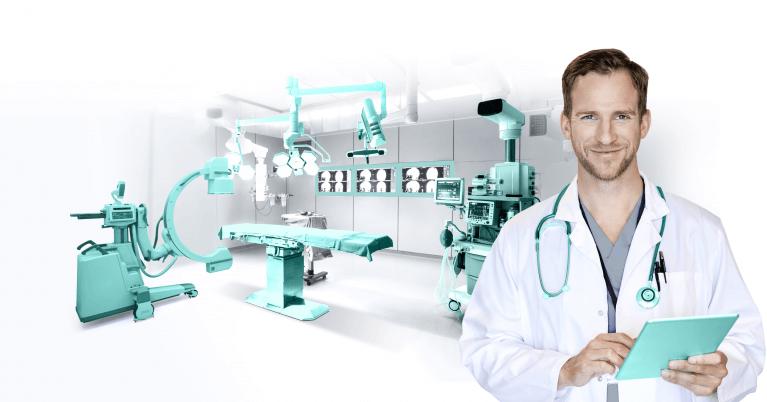 تصویرنمایانگر یک پزشک مردی که با رضایت کامل از سیستم هوشمند سازی در مطب خود بیماران را از راه دور کنترل می کند.