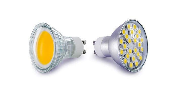 تصویری از لامپ ال ای دی smd و cob را با پس زمینه سفید نشان می دهد.