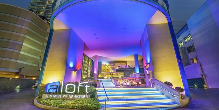 تصویری از هتل الافت را نشان می دهد که در این تصویر در قسمت پایین کلمه الافت نوشته شده است.