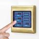تصویر یک کلید هوشمند لمسی که با انگشت شست، لمس می شود.