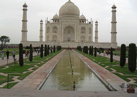 تصویر تاج محل نمایی از ویزگی معمار خوب است که اثری ماندگار در تاریخ بشر است.