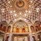 تصویرسقف یک معماری با نقش های هندسی میتواند نمایانگر ویژگی معمار خوب باشد.
