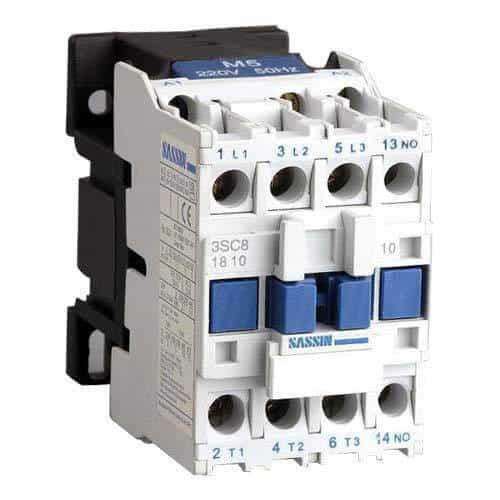 تصویری از کنکتور سفید و آبی رنگ است که از تجهیزات تابلو برق به حساب می آید.